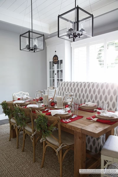 sunny-side-up-christmas-tablescape