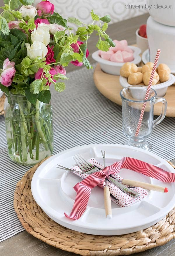 valentines-day-fondue-placesetting