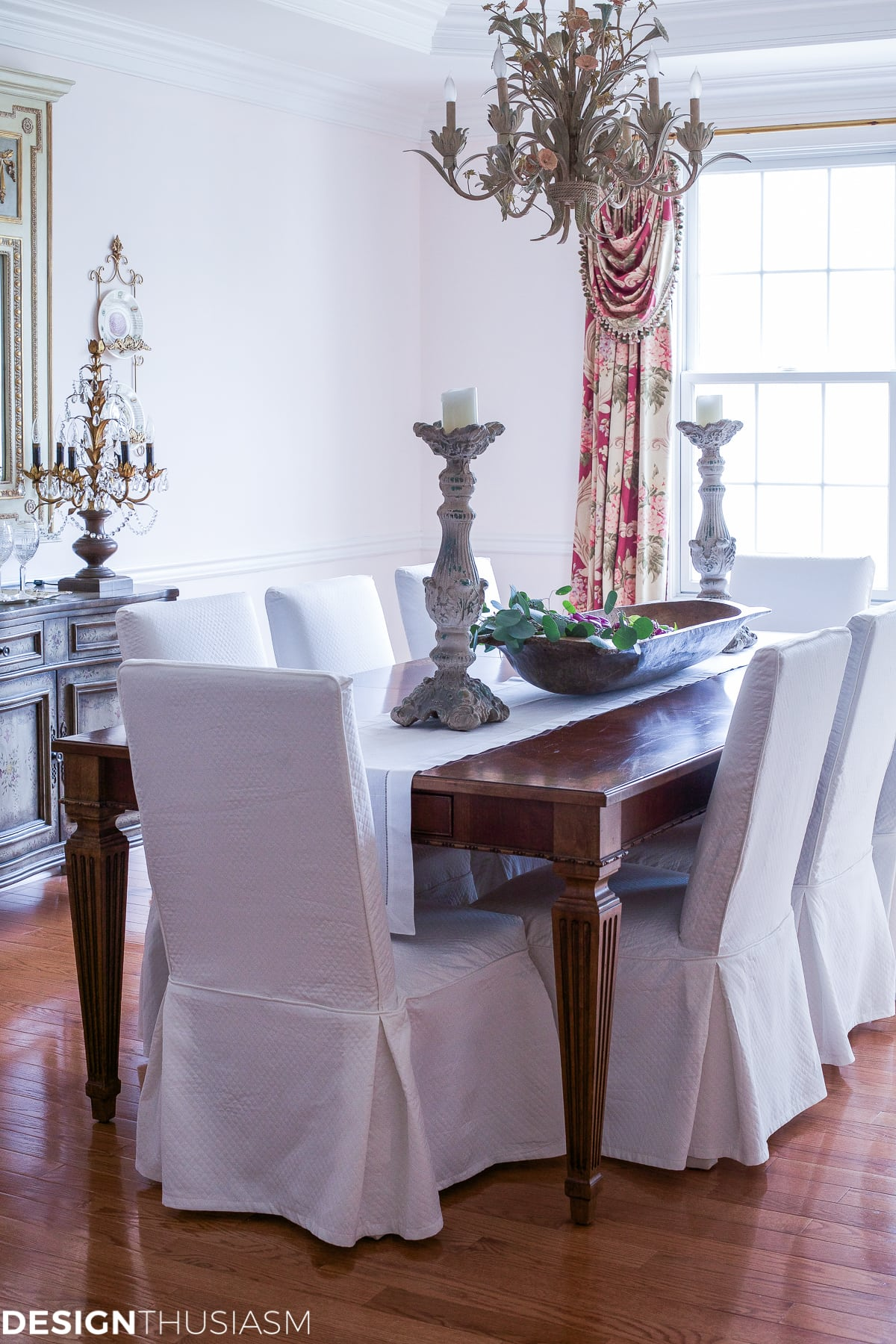 Elegant dining rooms | white linen dining chairs | Designthusiasm.com