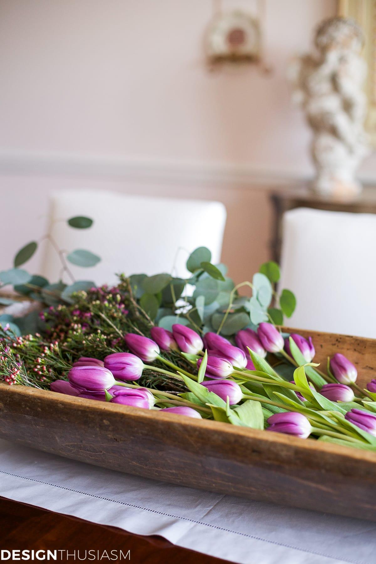 Elegant dining rooms | tulips floral centerpiece | Designthusiasm.com