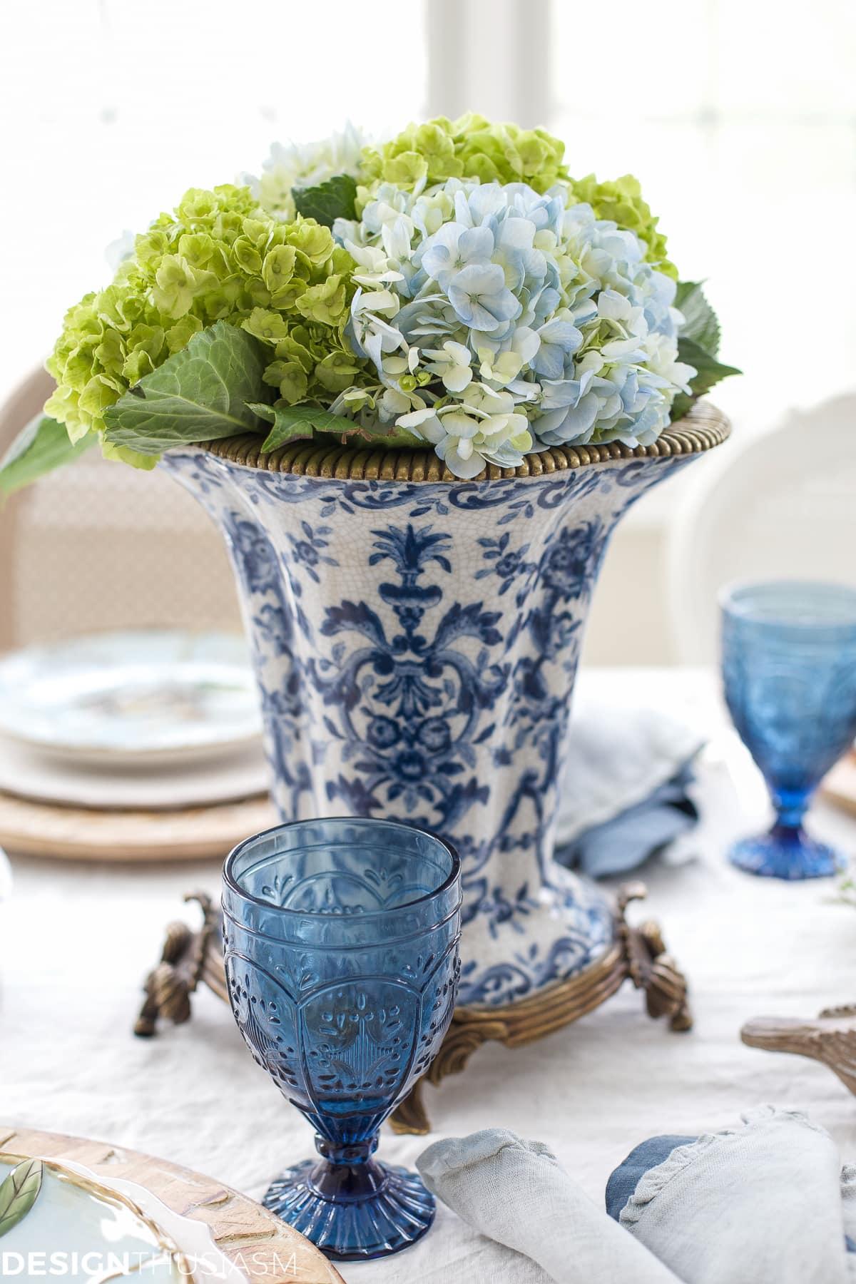 Elegant Easter table decorations for a holiday brunch | designthusiasm.com