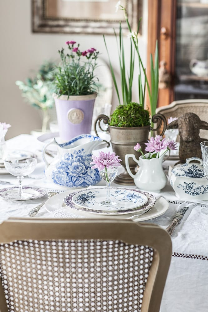 Simple elegant table setting for spring french country for Spring hill designs bedroom furniture
