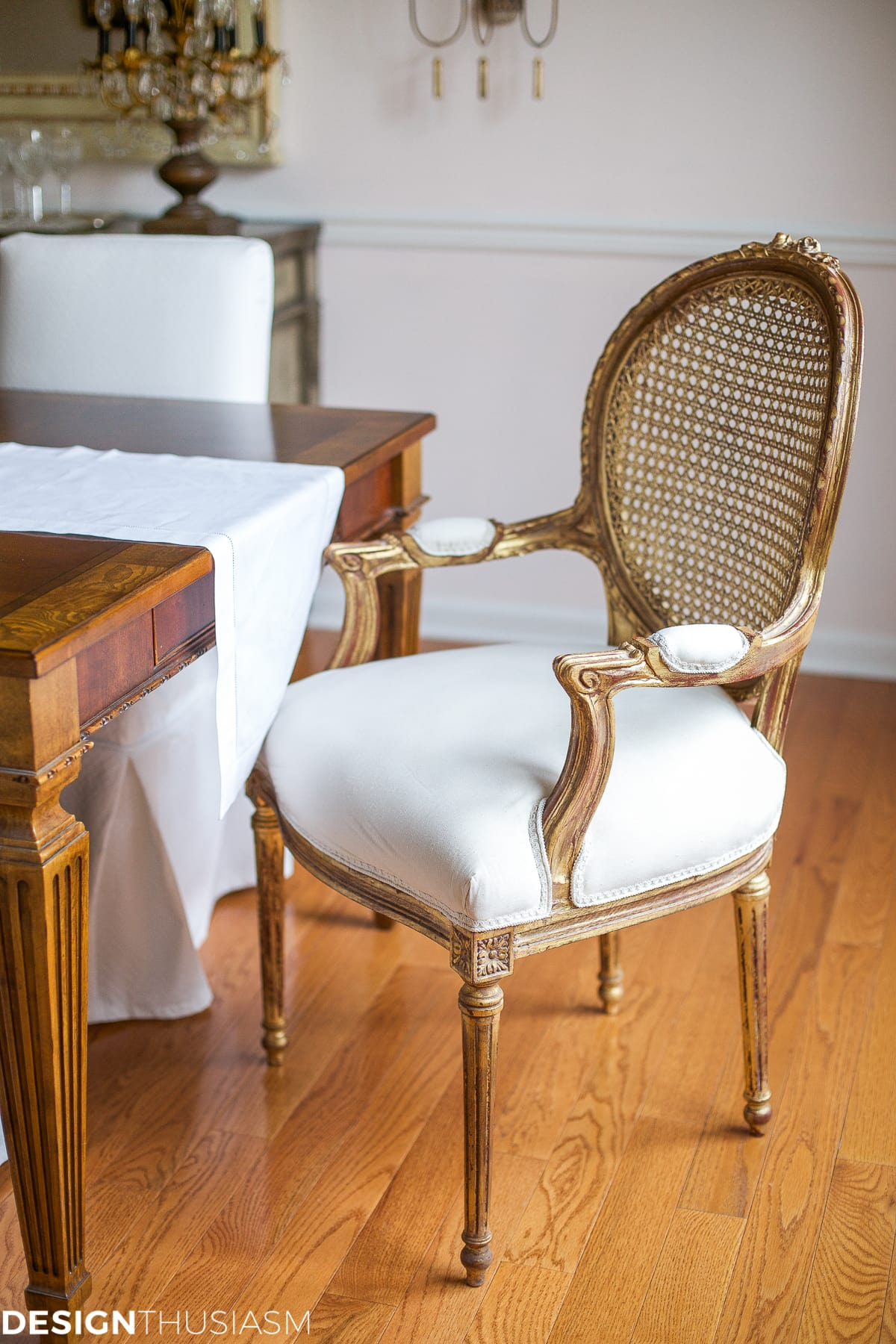 Setting a dining table to reflect your french country style for Dining room decor accessories