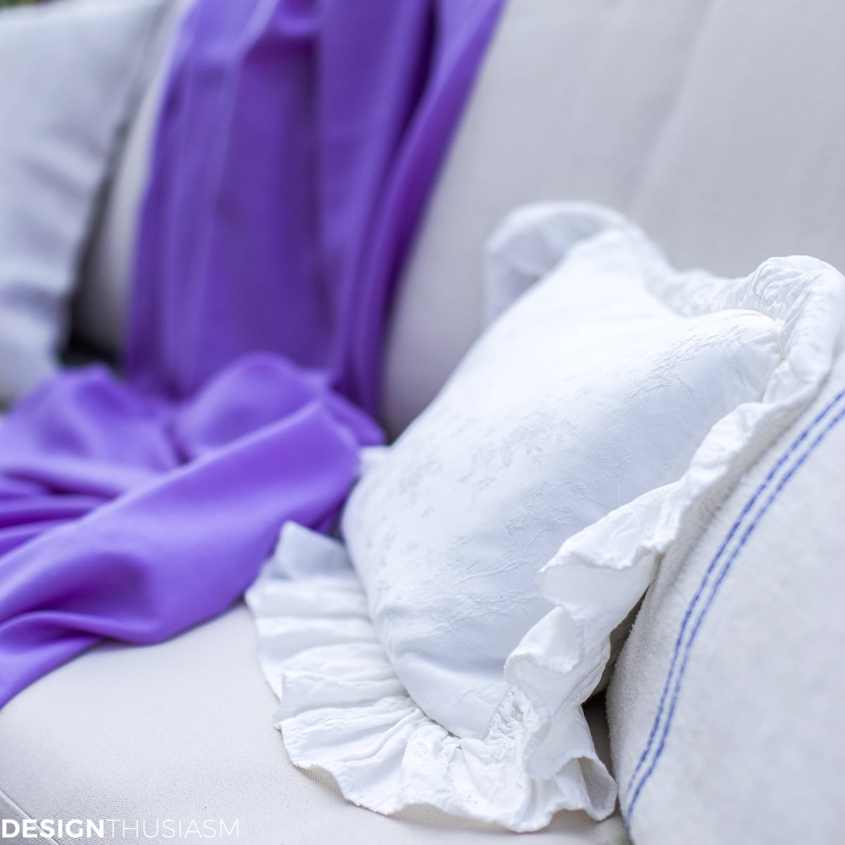Patio decor throw with pillows