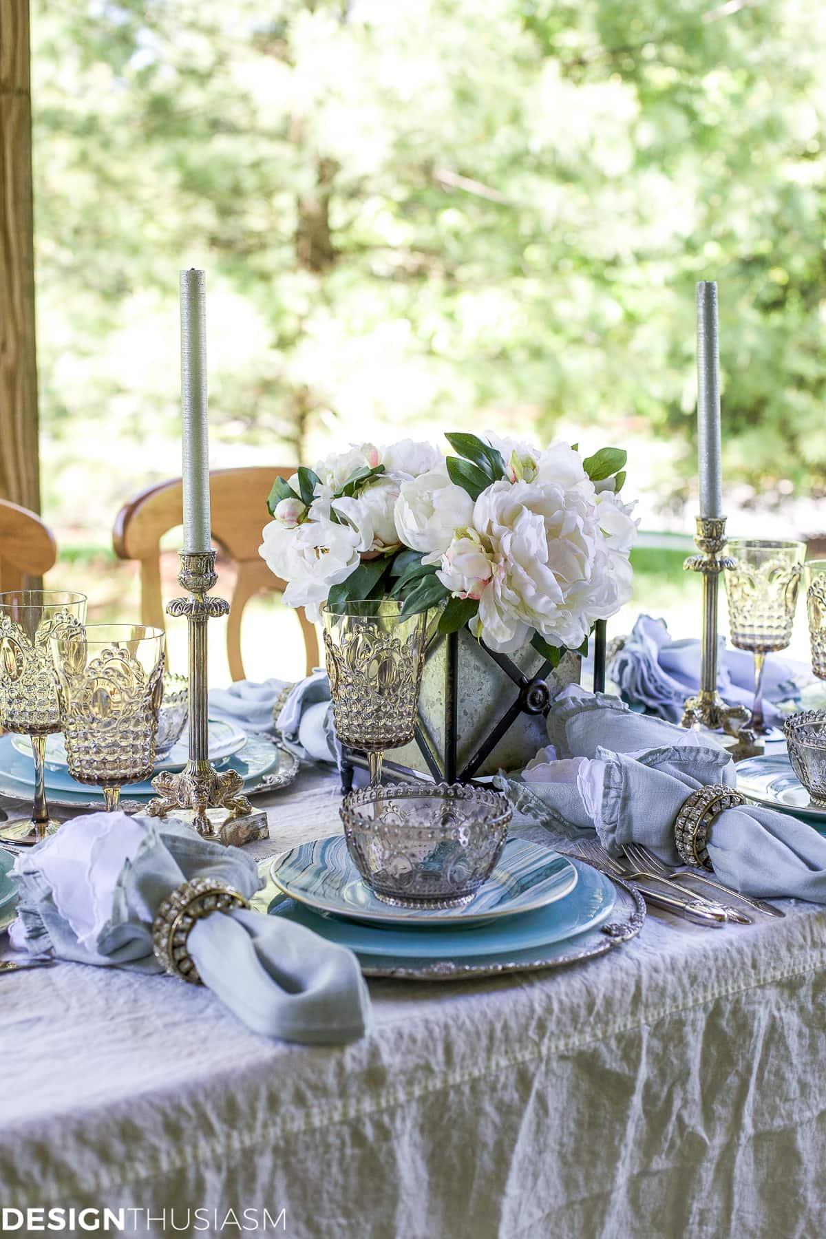 Seaside Decor | Setting a Summer Table with Coastal Dinnerware - designthusiasm.com