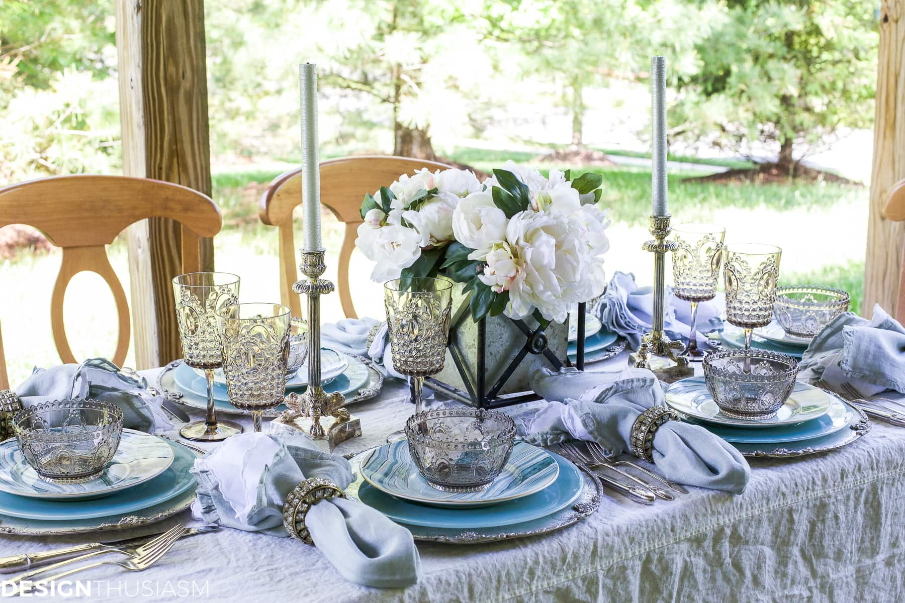 Seaside Decor | Setting a Summer Table with Coastal Dinnerware - designthusiasm.com