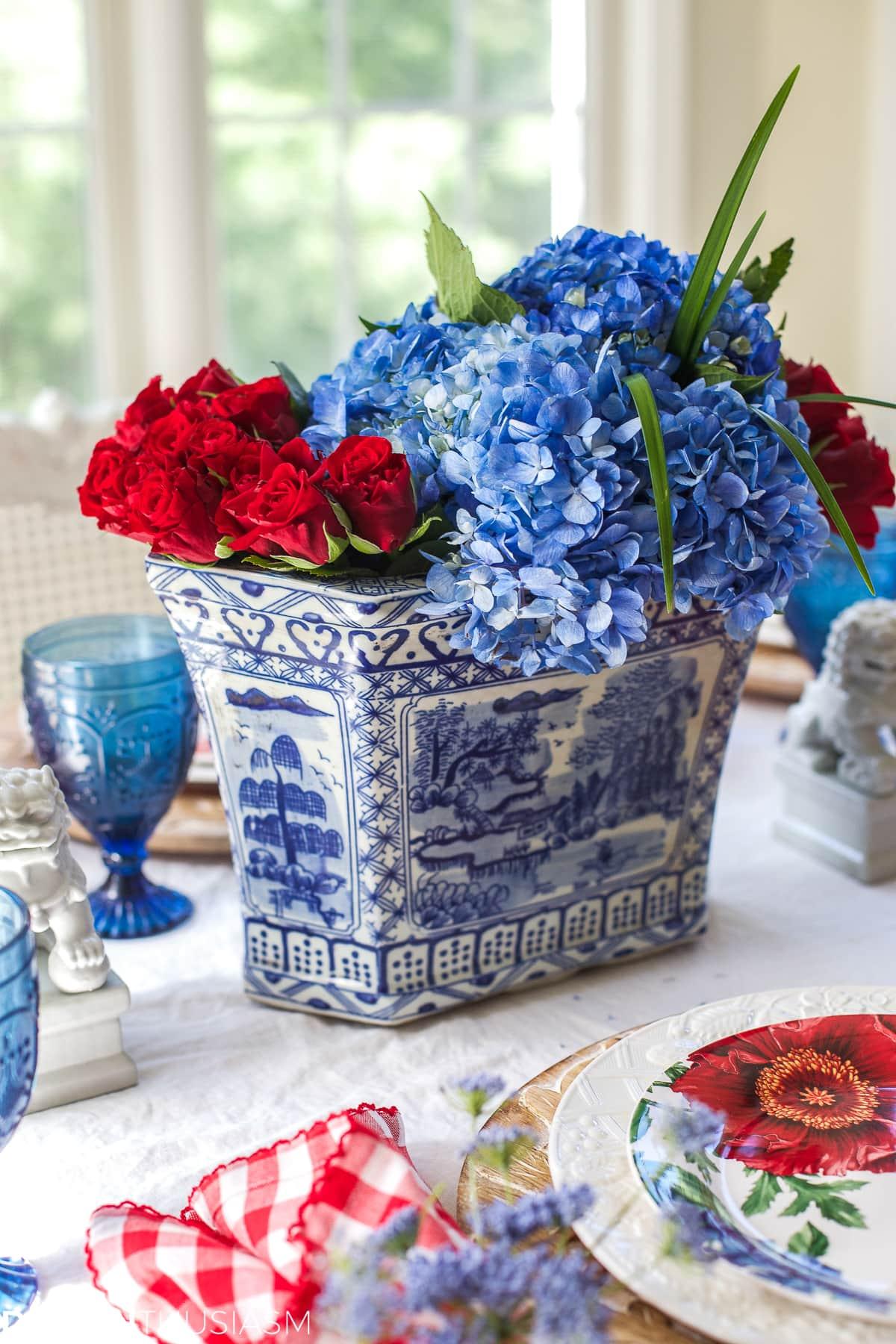 Garden party decorations | Tabletop tips for summer entertaining - designthusiasm.com