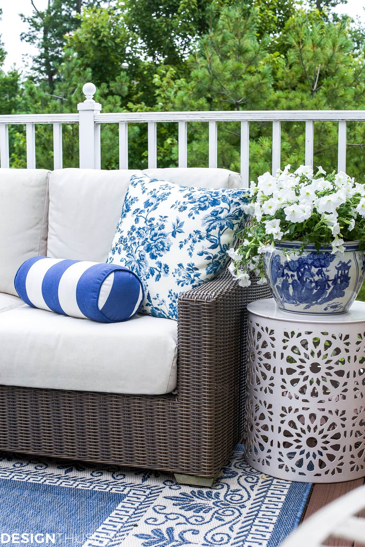 Outdoor Lounge: How One Piece Can Pull Your Patio Decor ... on Backyard Deck Decor id=55956