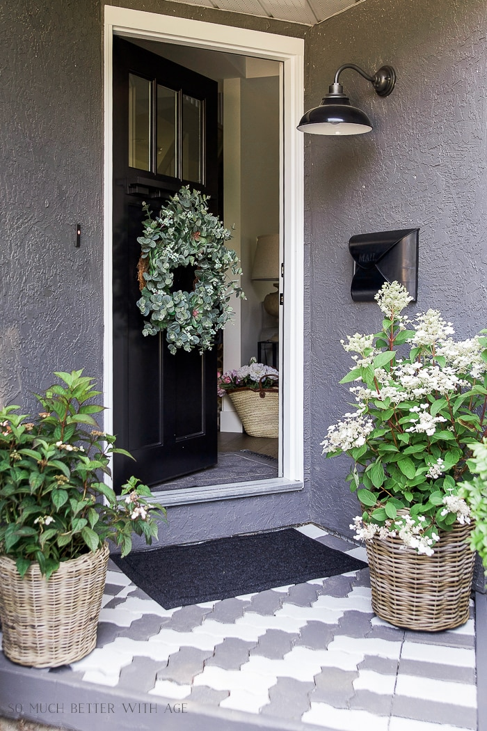 front-entry-decorating