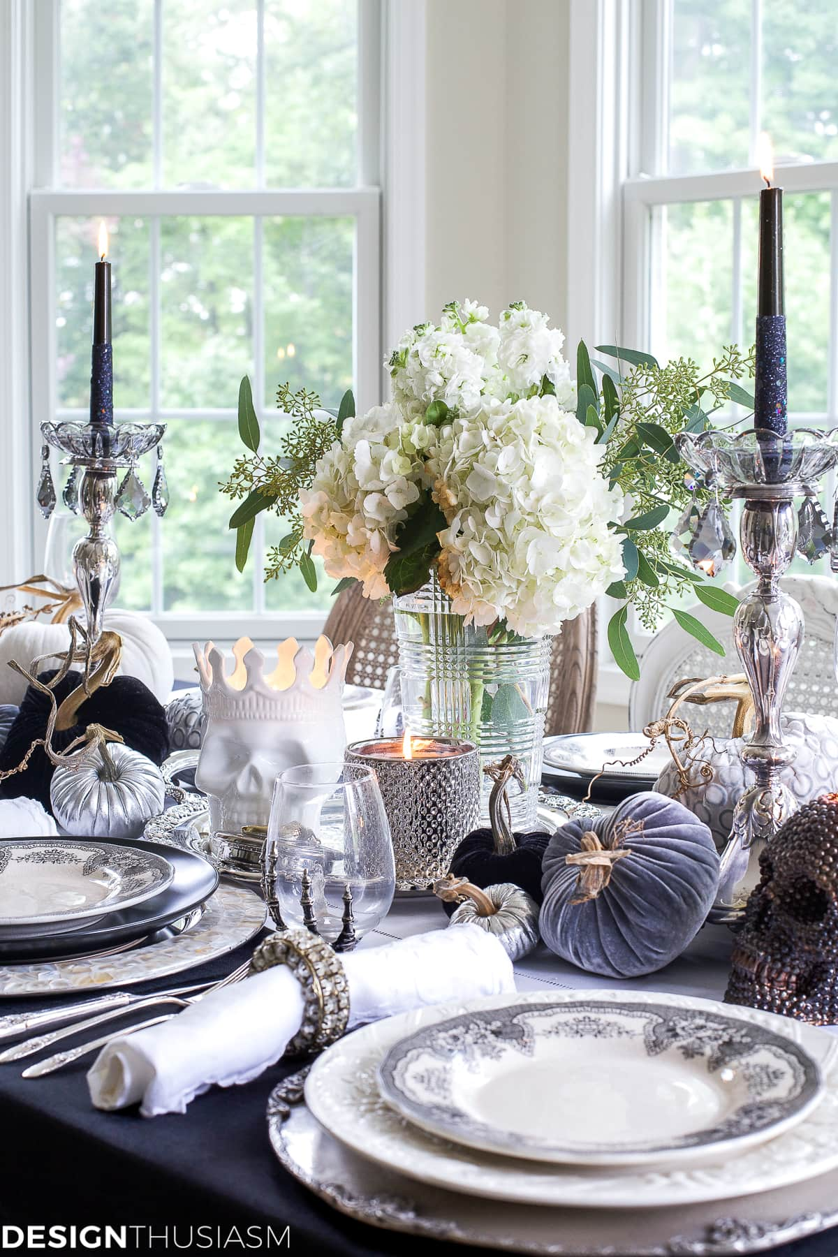 Black and White Table Top Ideas for an Elegant Halloween Dinner