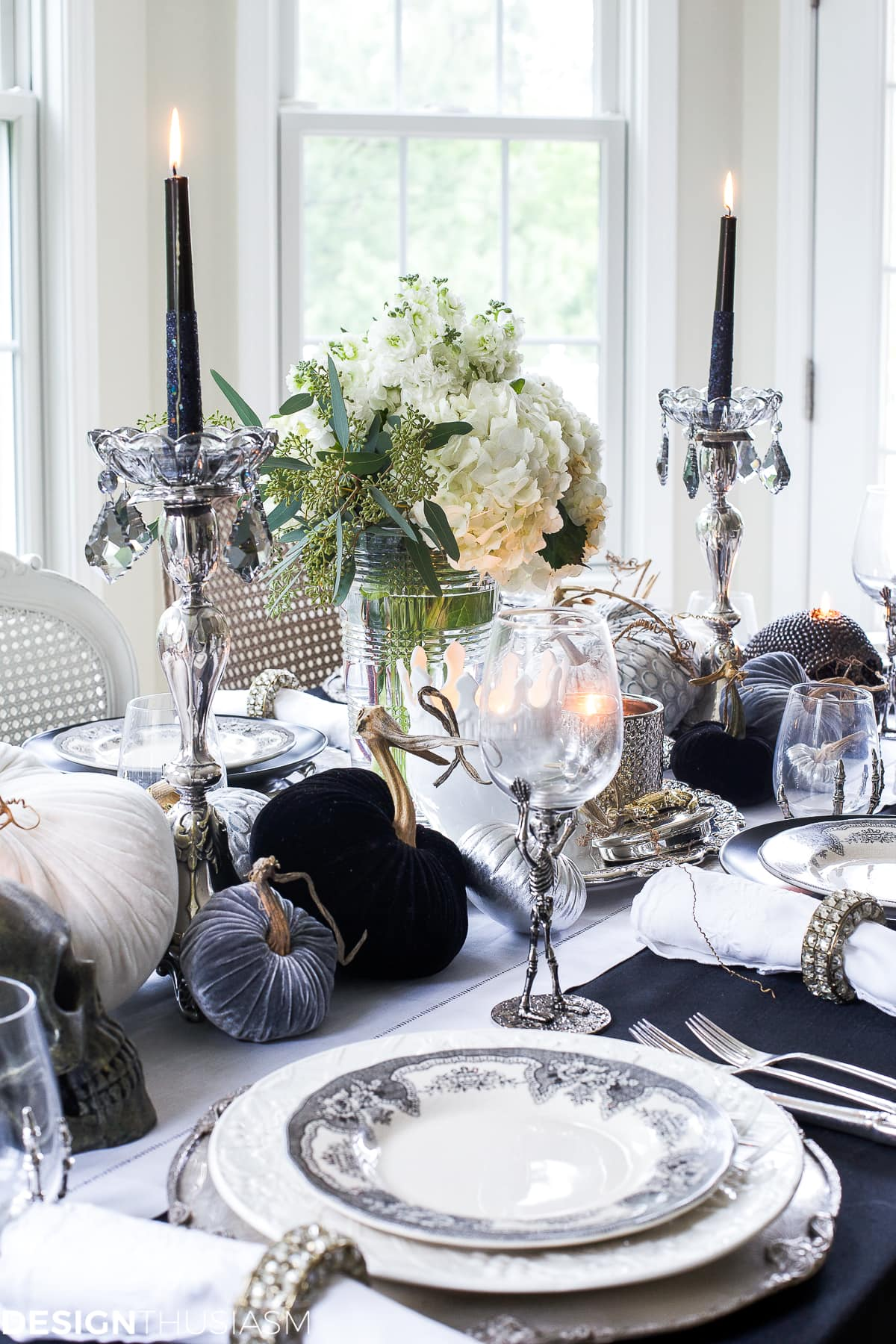 Black And White Table Top Ideas For An Elegant Halloween