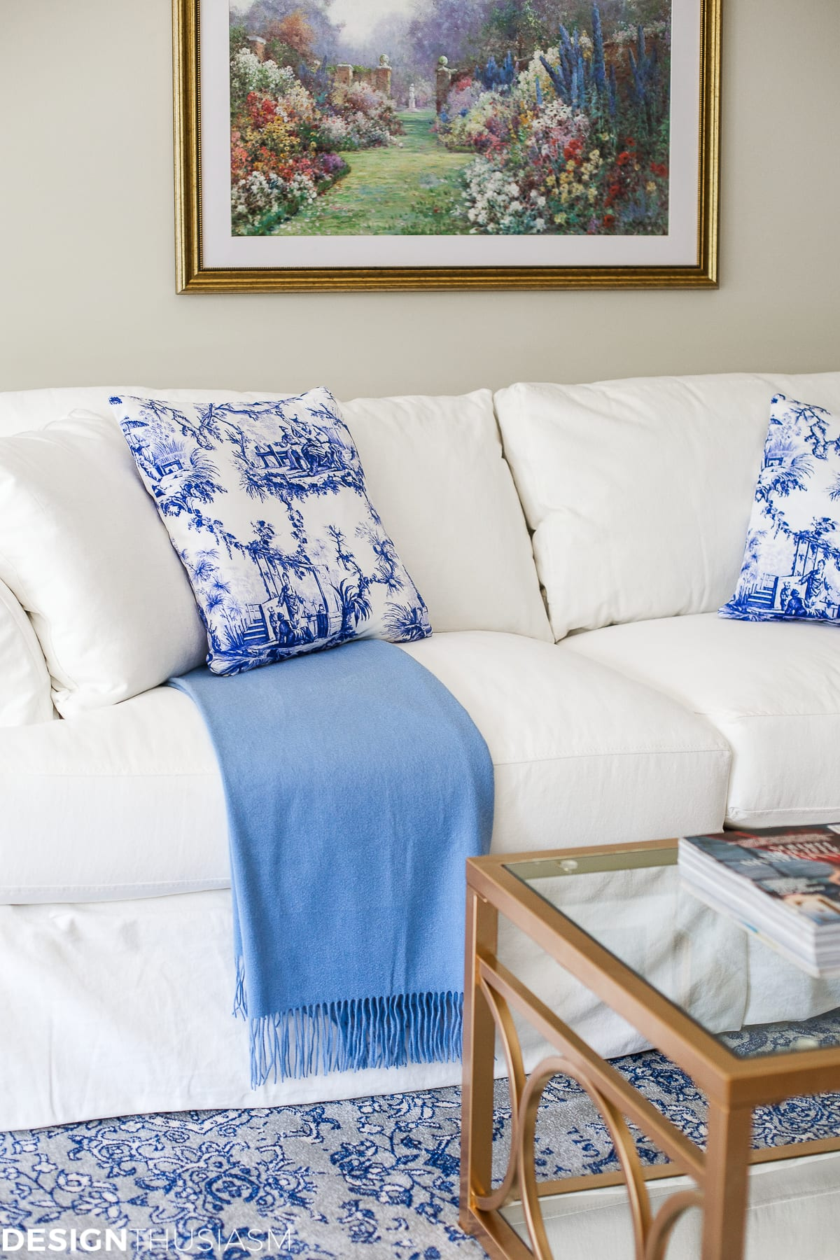 Blue and White Decor | Maintaining Your Style and Downsizing Your Home - designthusiasm.com