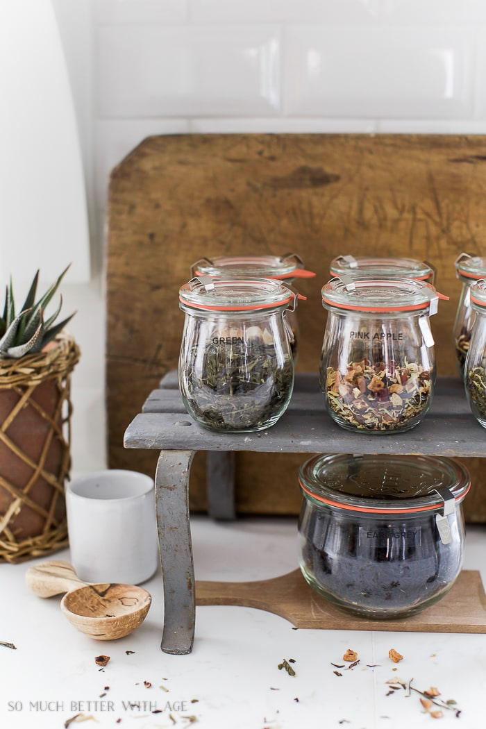 organizing-loose-tea-in-weck-canning-glass-jars