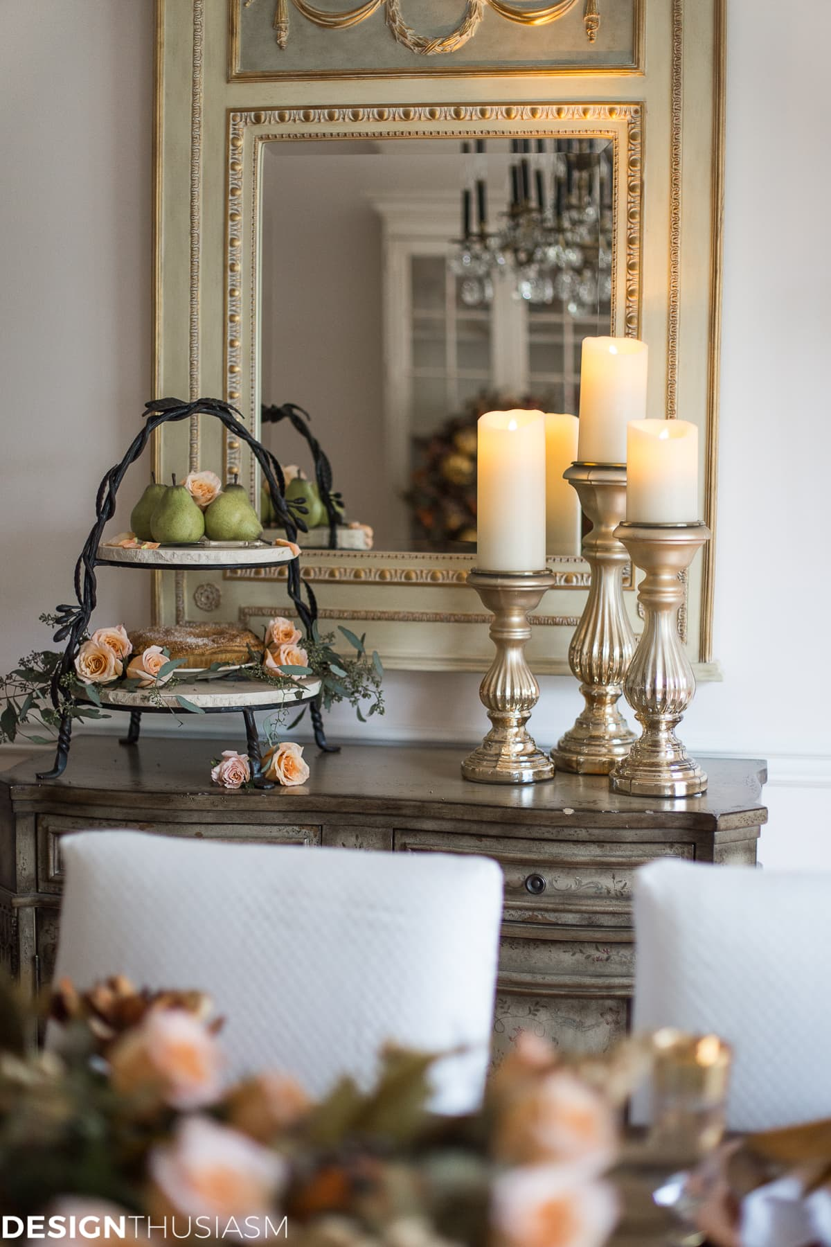 Using Fall Door Decorations to Dress Up Your Thanksgiving Table - designthusiasm.com