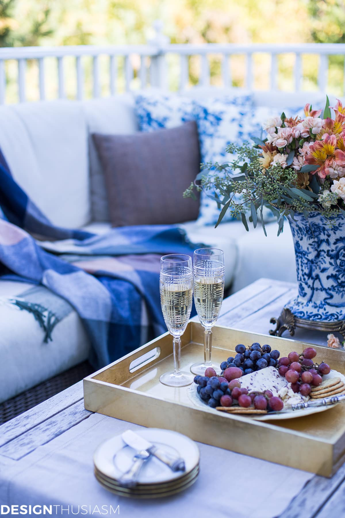 Outdoor Fall Decorating Ideas Serving Hors D Oeuvres On