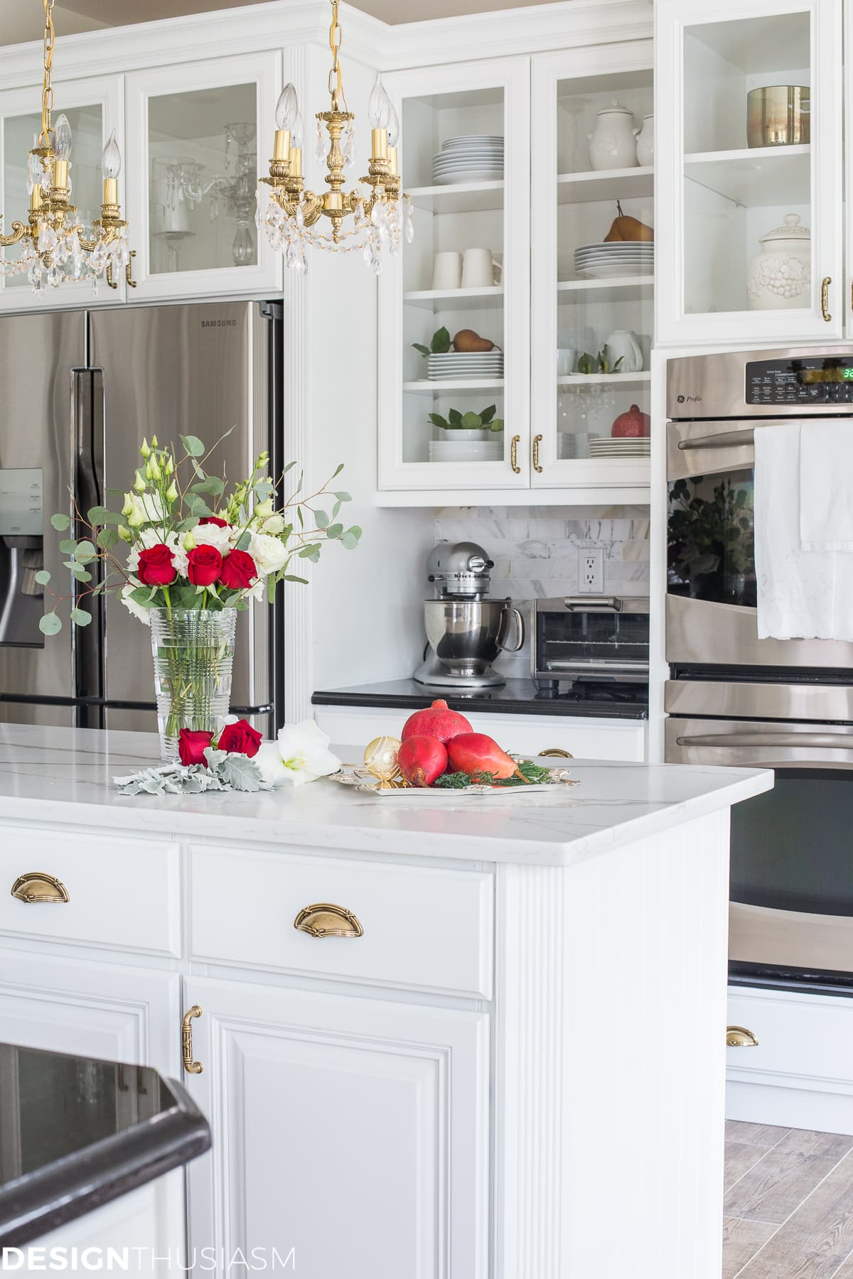 Christmas kitchen decor with french country elegance for Decorative kitchens