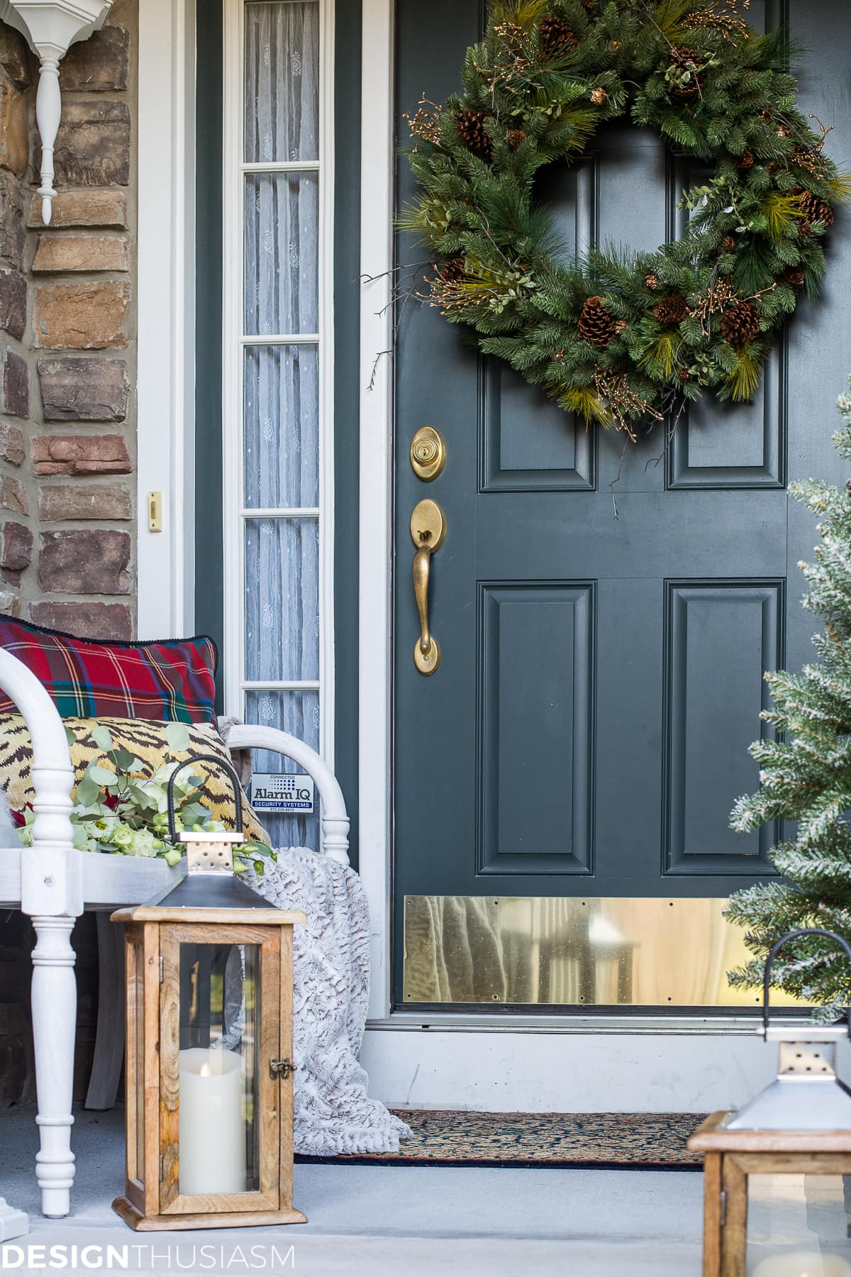 Easy Outdoor Christmas Decorating Ideas for a Tiny Front Porch - designthusiasm.com