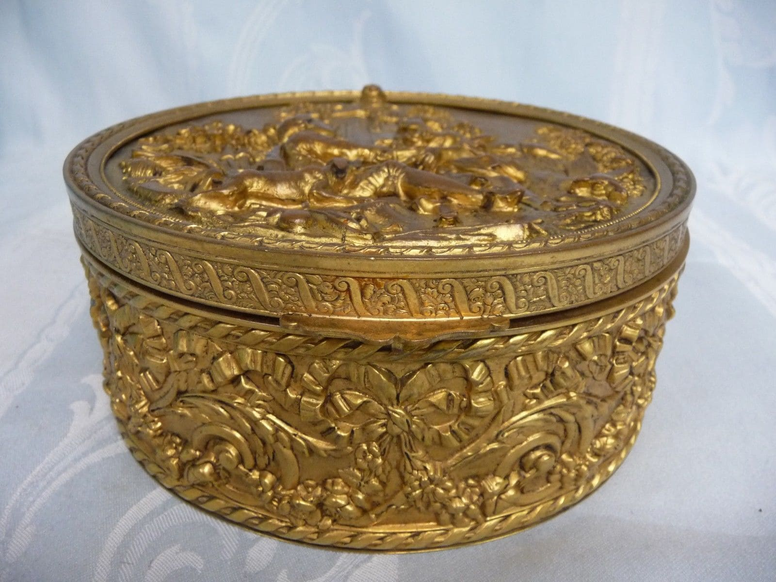ANTIQUE FRENCH BRONZE REPOUSSE HINGED BOX