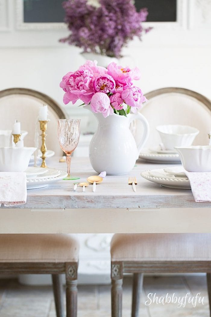 French-farmhouse-table-pink-peonies