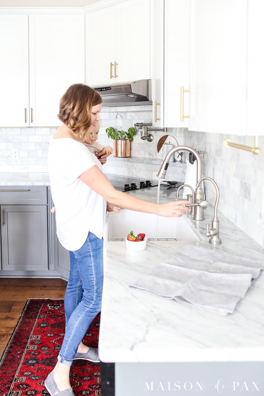 Maison-de-Pax-marble-kitchen-spring-lifestyle-scenes-3b