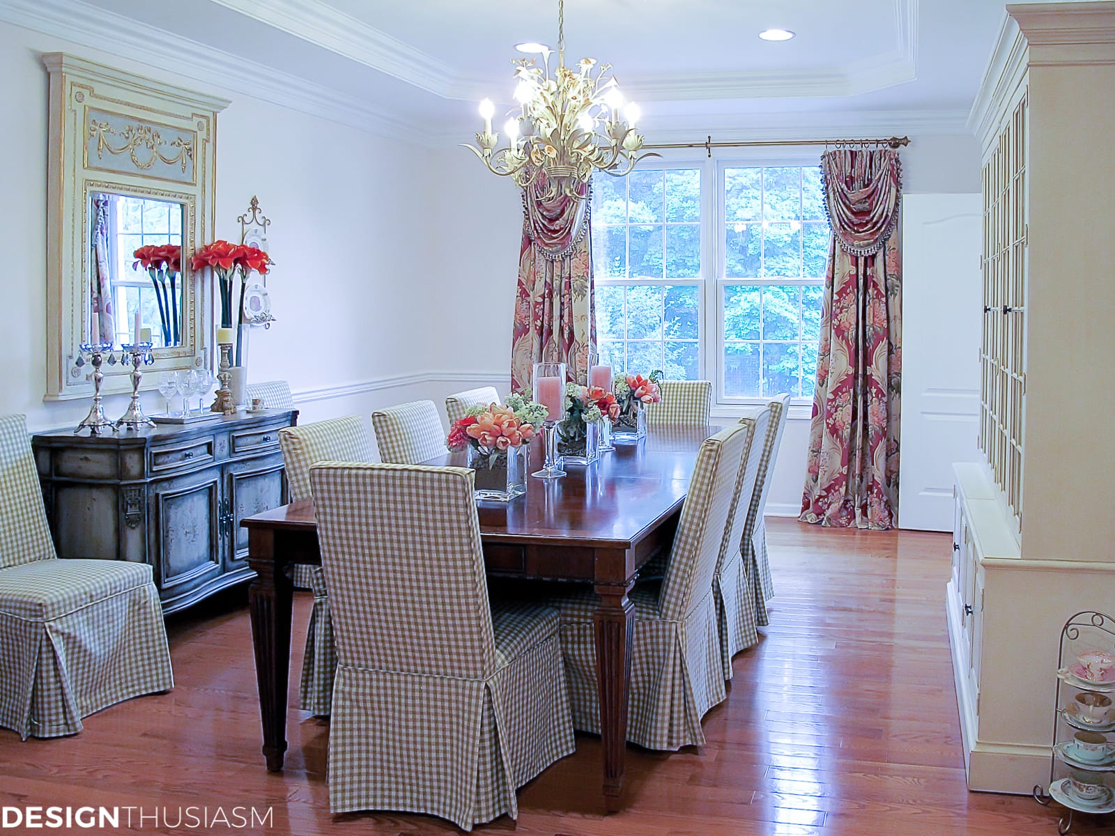 rosy floral dining room