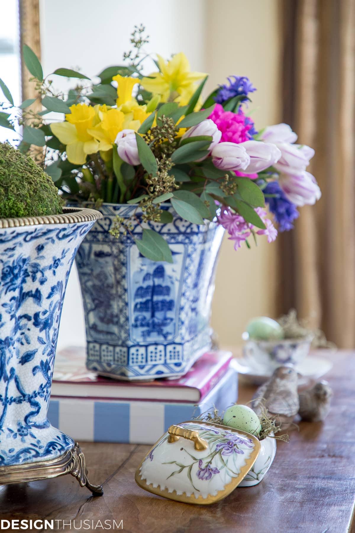 spring flowers seasonal vignette - designthusiasm.com
