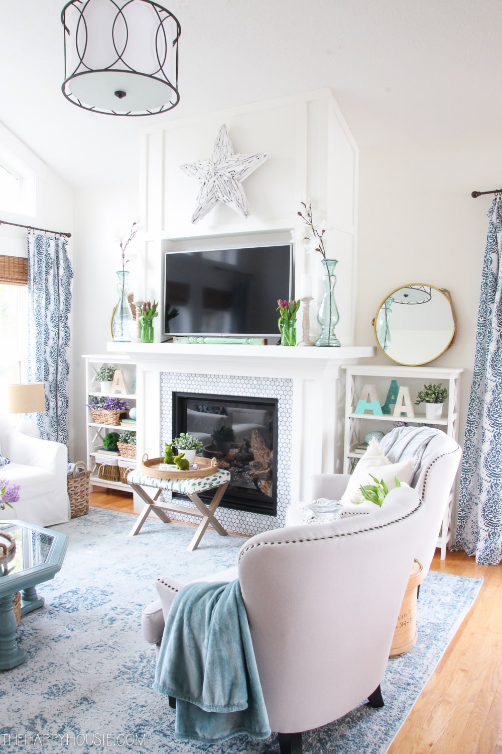 spring-living-room-decor-spring-home-tour-the-happy-housie-31