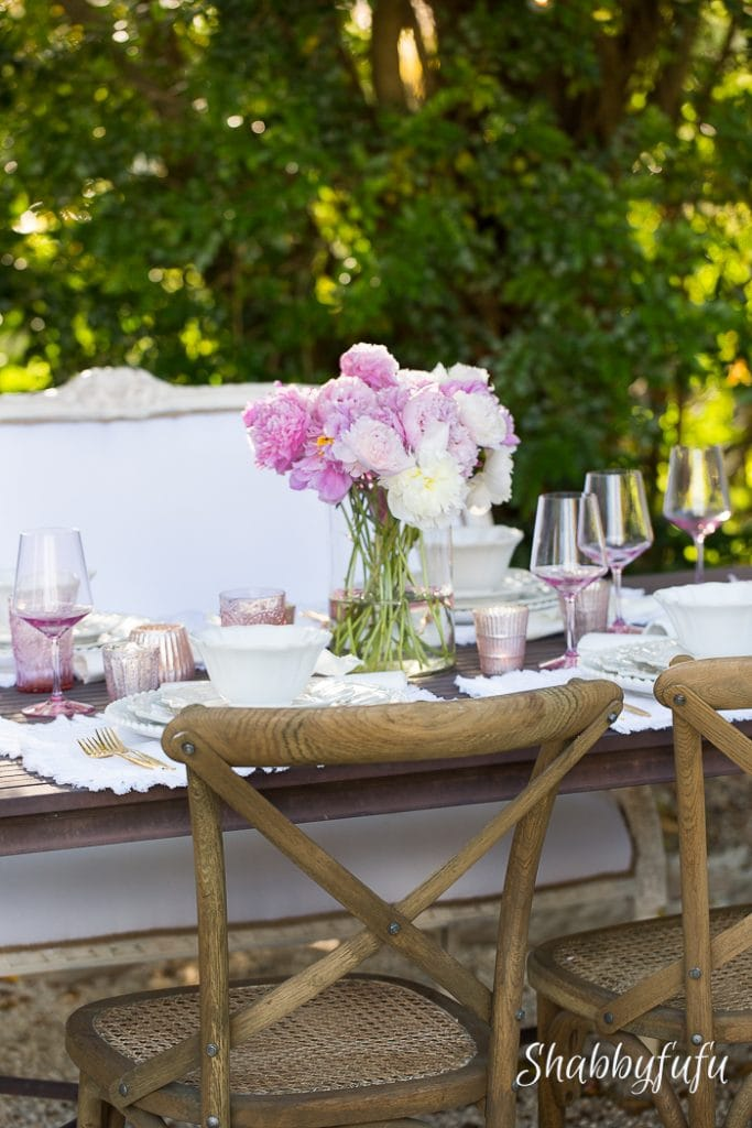 mothers-day-table-setting-outdoors-shabbyfufu