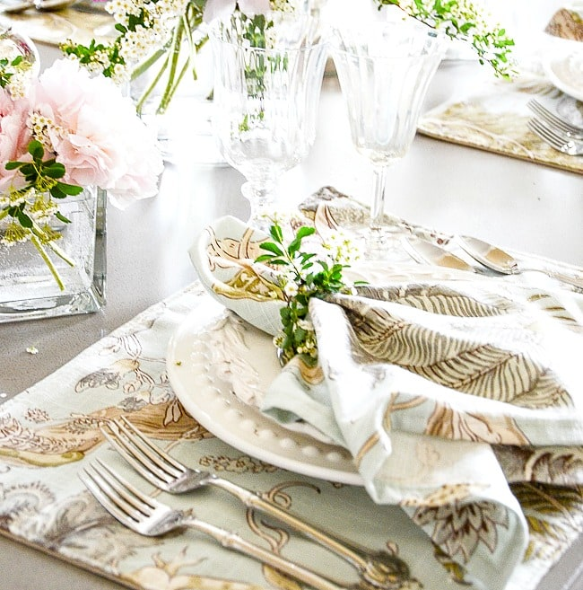EASY, ELEGANT SUMMER TABLE