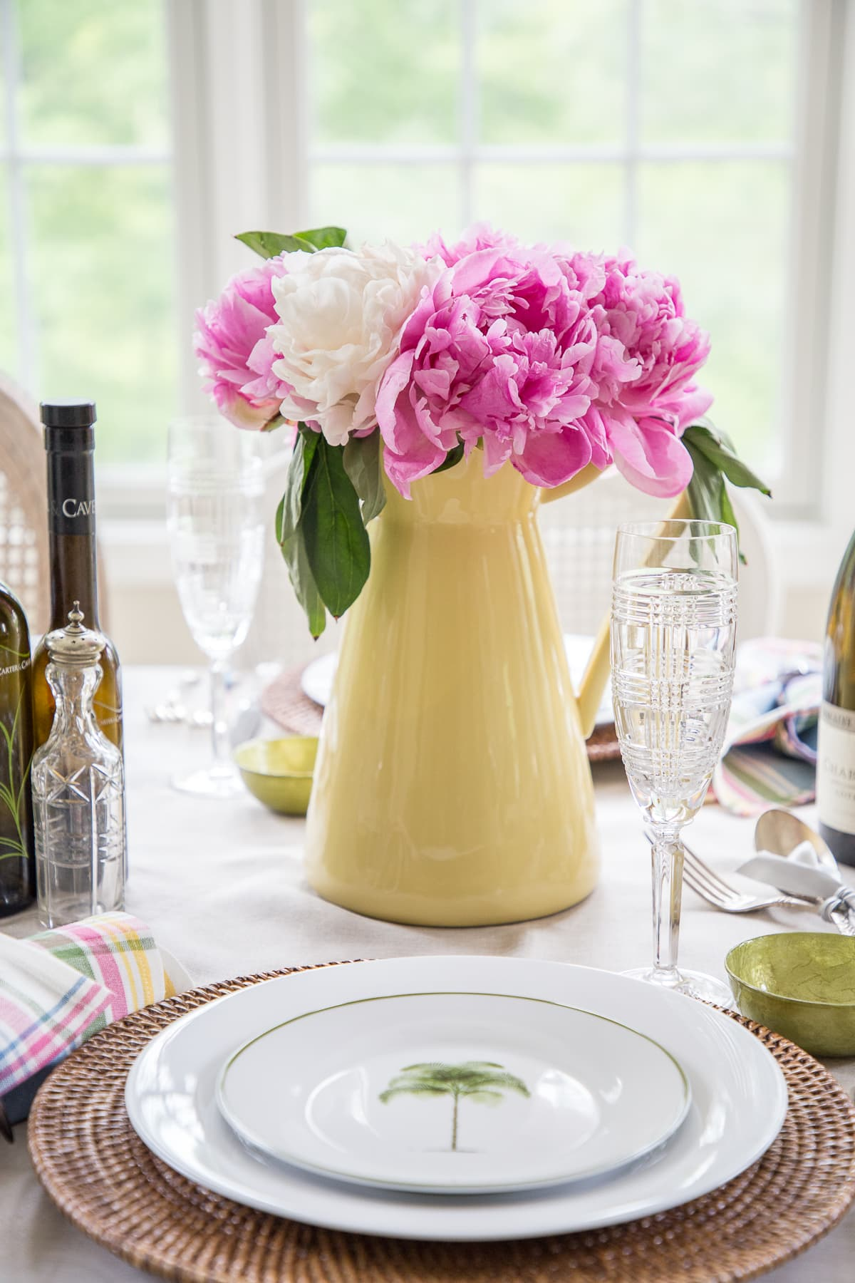 Summer entertaining tablescape - designthusiasm.com