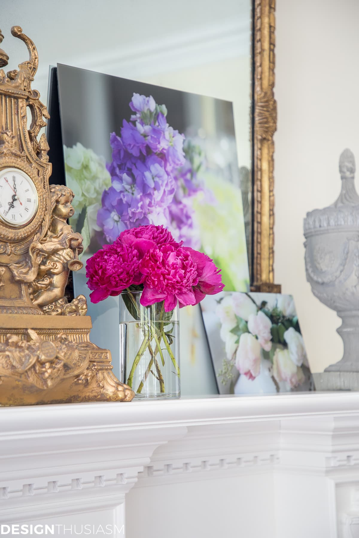 How to decorate a mantel with floral decor - designthusiasm.com