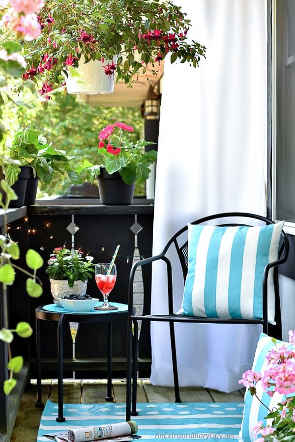 Relax-on-a-Beautiful-Balcony-Garden-AnExtraordinaryDay