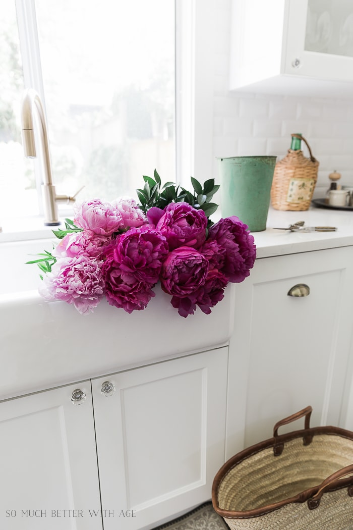 peonies-white-kitchen-sink-301