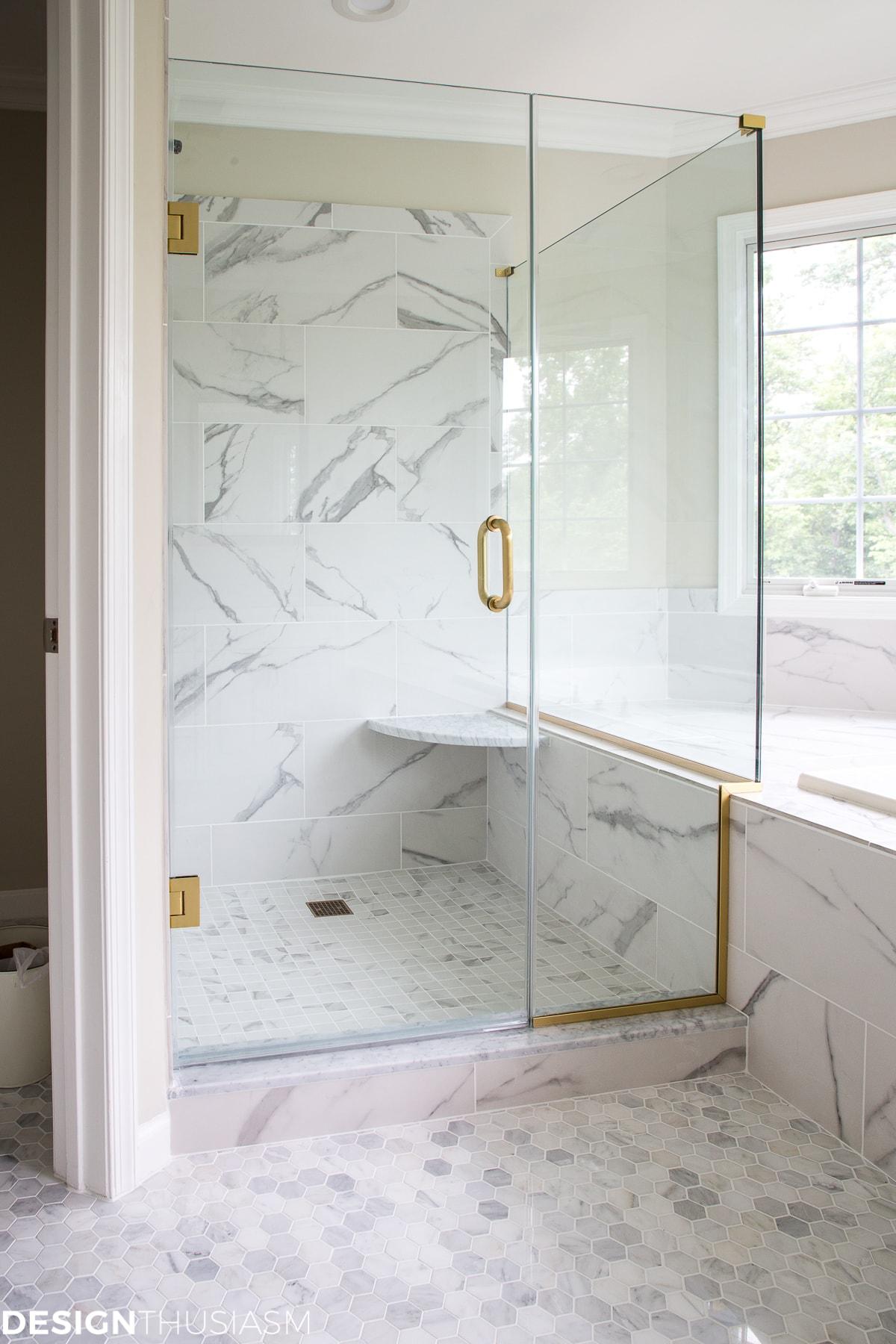 Using Bathroom Tiles to Transform a Builder\'s Grade Master Bath