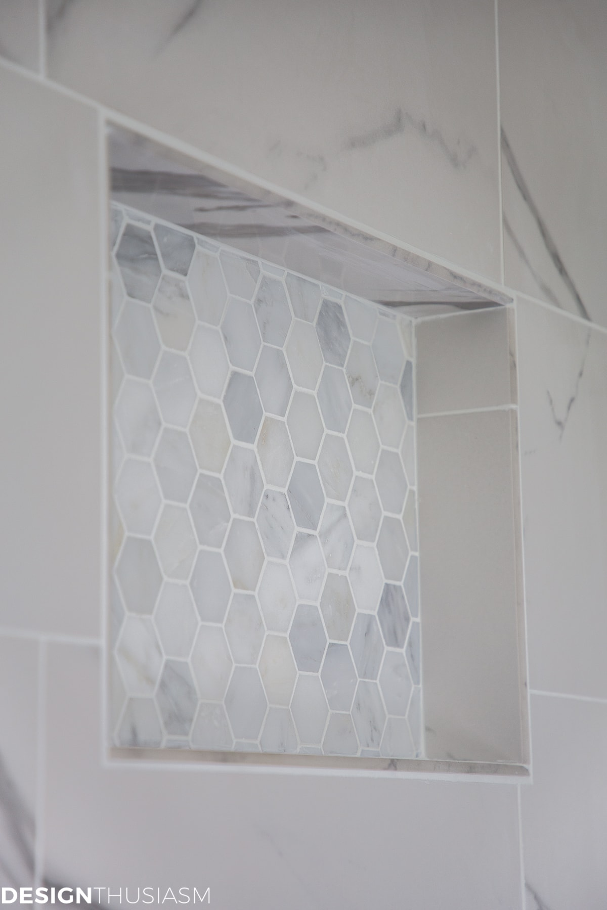 Using bathroom tiles to transform a builder's grade master bath - designthusiasm.com