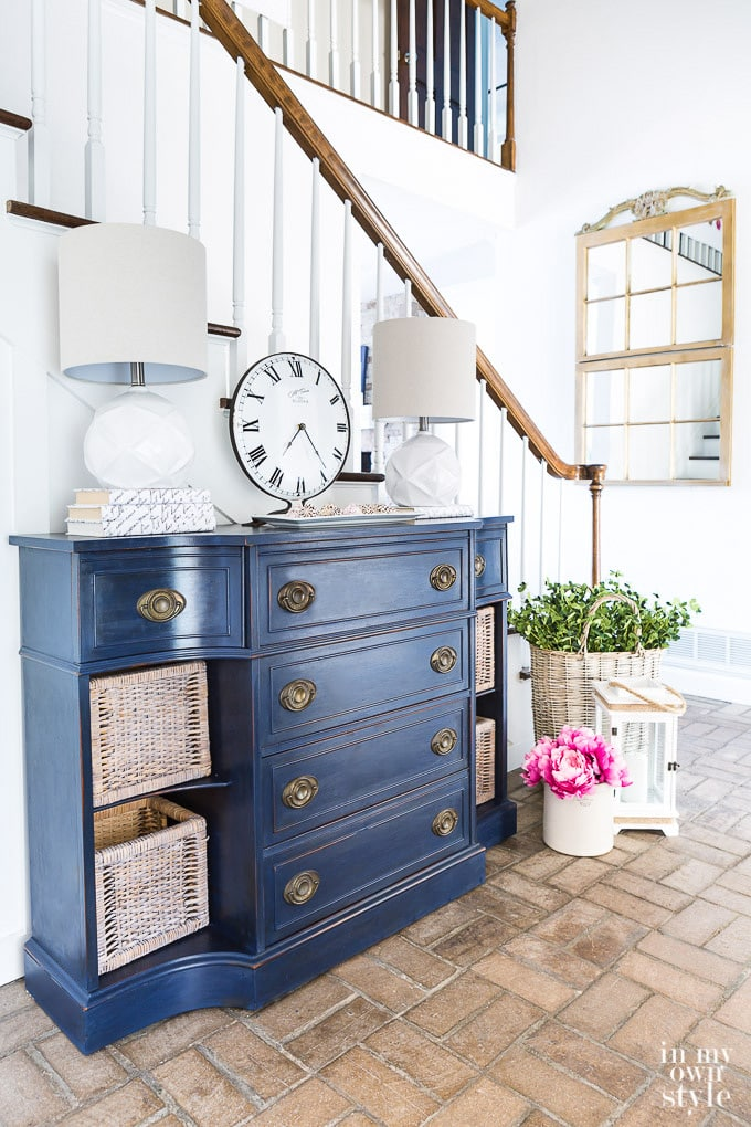 Can-I-Paint-Over-Polyurethaned-Wood-furniture