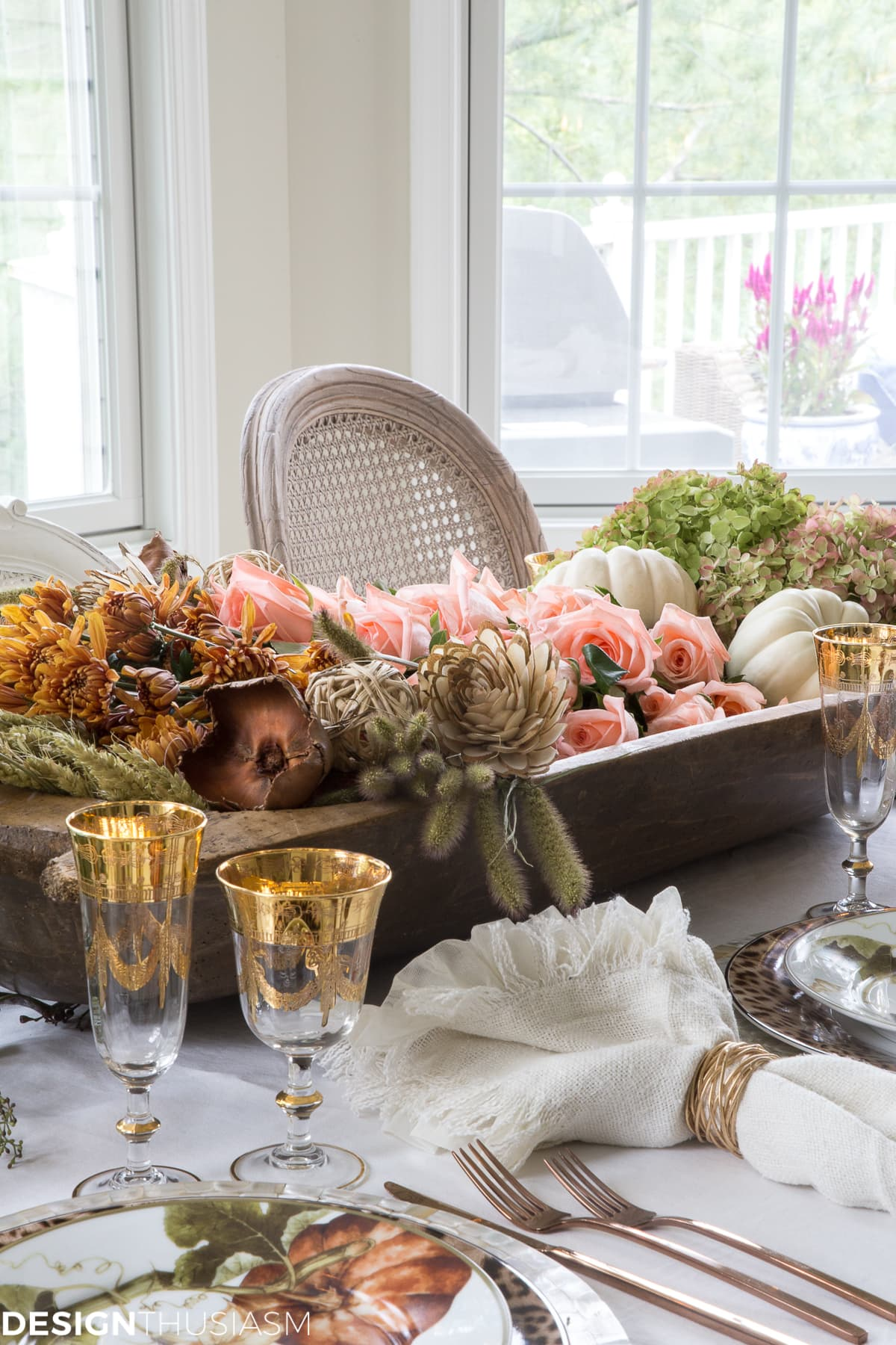 Fall Centerpieces: Add Warmth to Your Autumn Table with Vintage Pieces
