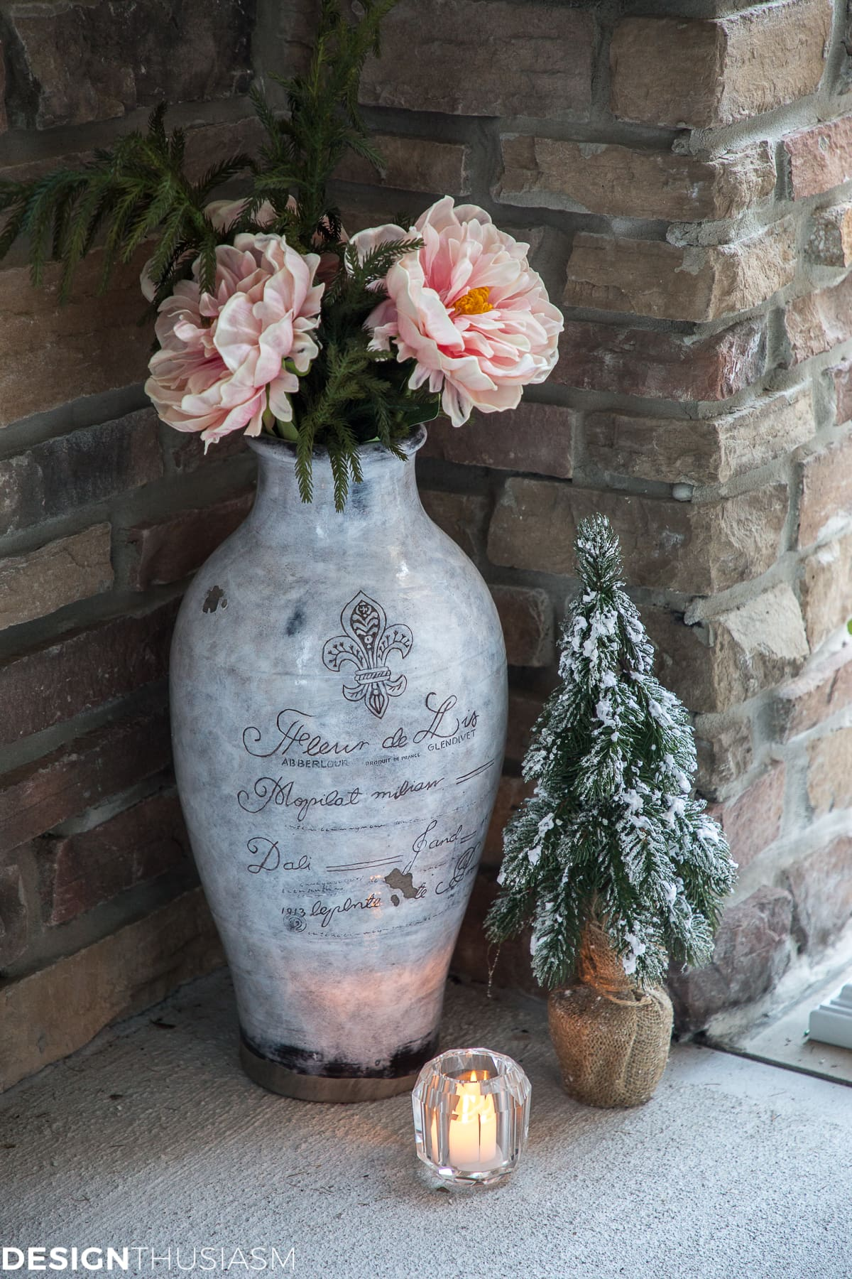 Christmas Porch Decorating Ideas for a Tiny Entryway