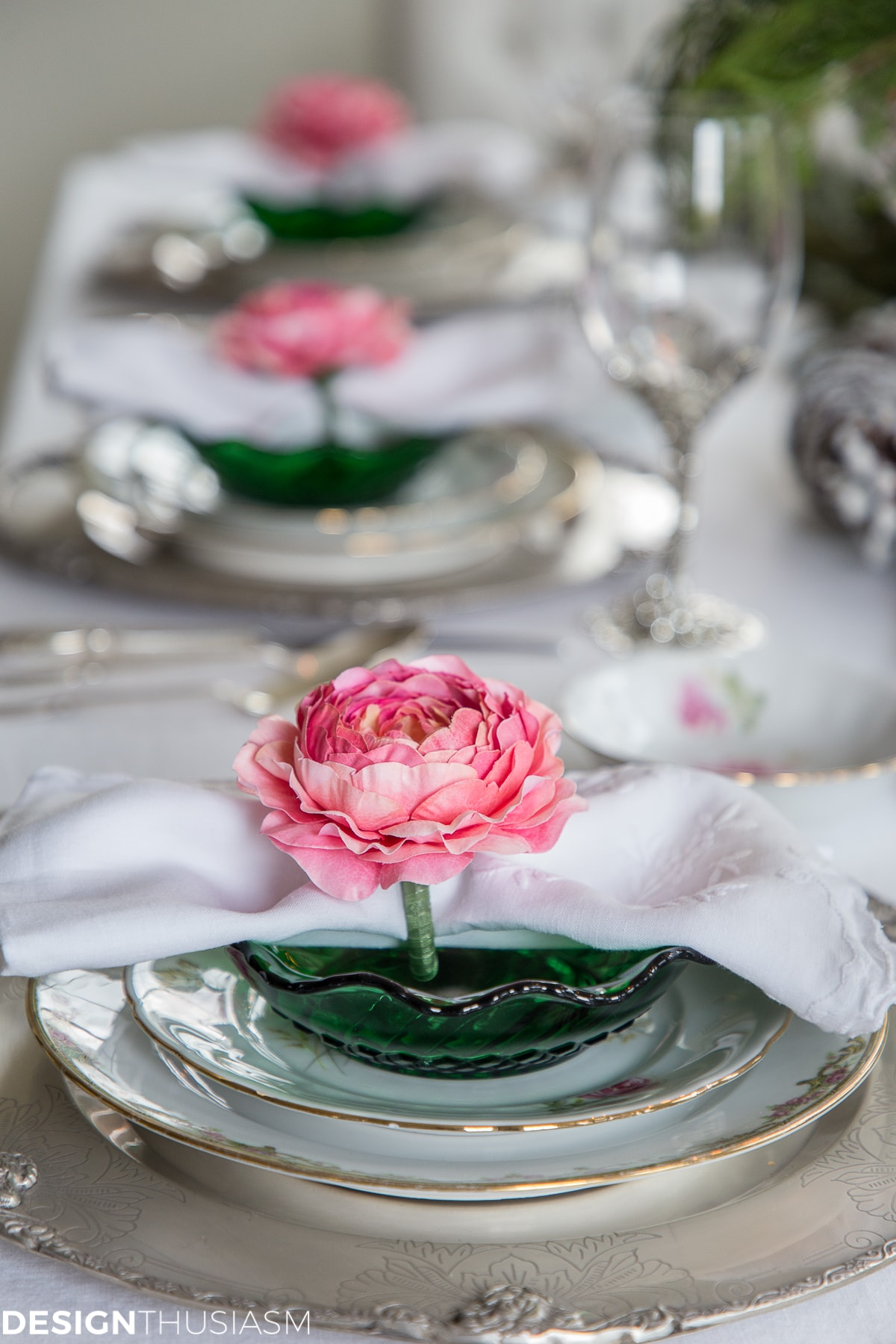6 Ways to Create Elegant Christmas Table Settings in the Kitchen