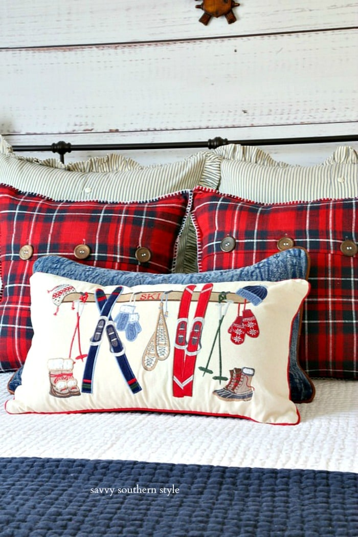 Christmas bedroom pillows savvysouthernstyle.net