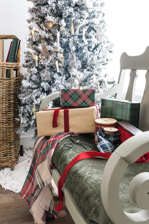 christmas-living-room-somuchbetterwithage