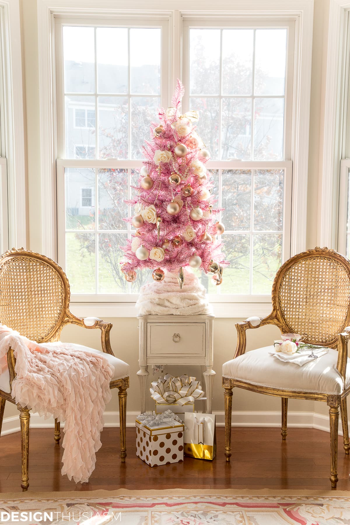 Pink Christmas.Using A Pink Christmas Tree For Romantic Holiday Style