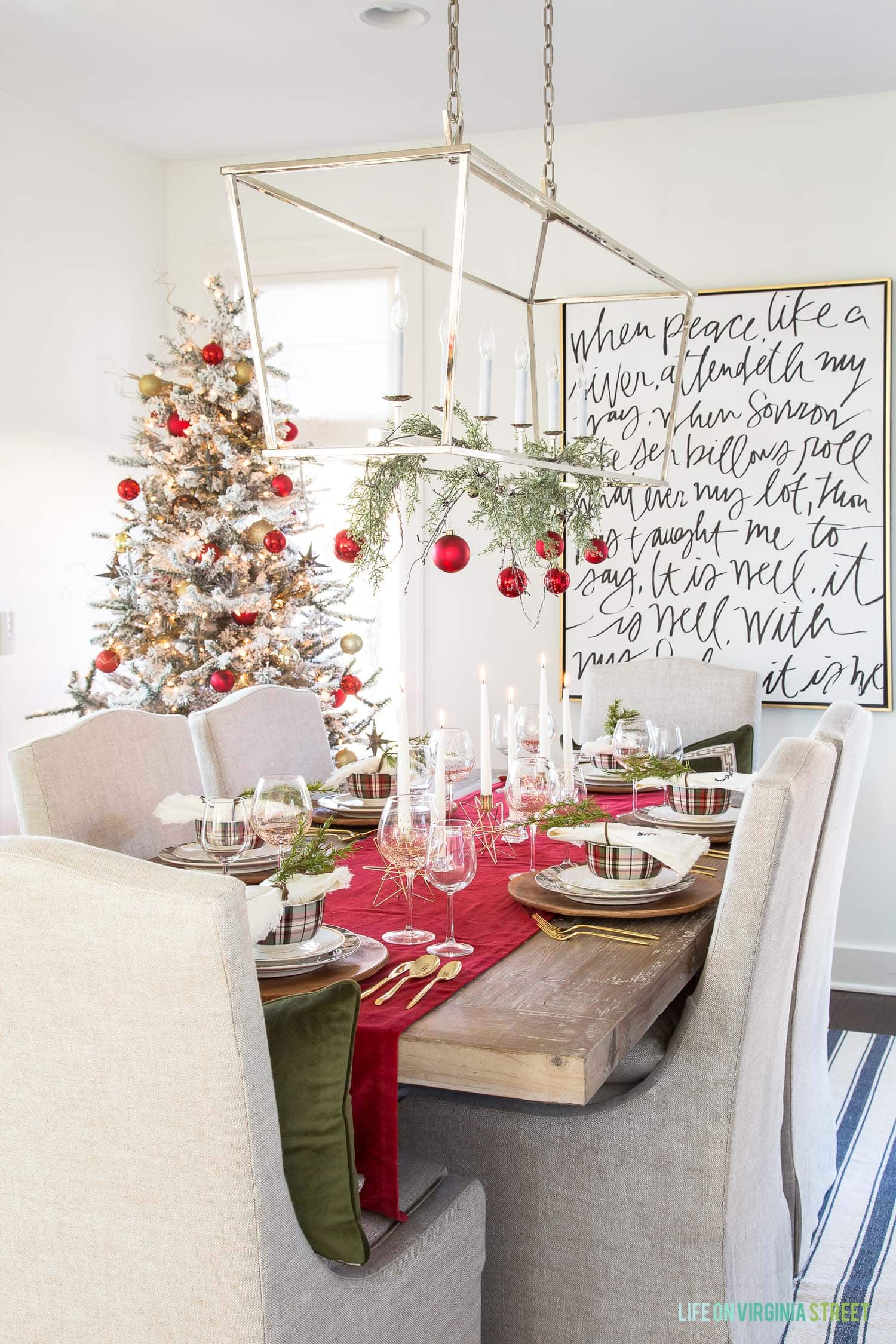 red-plaid-tablescape-tree