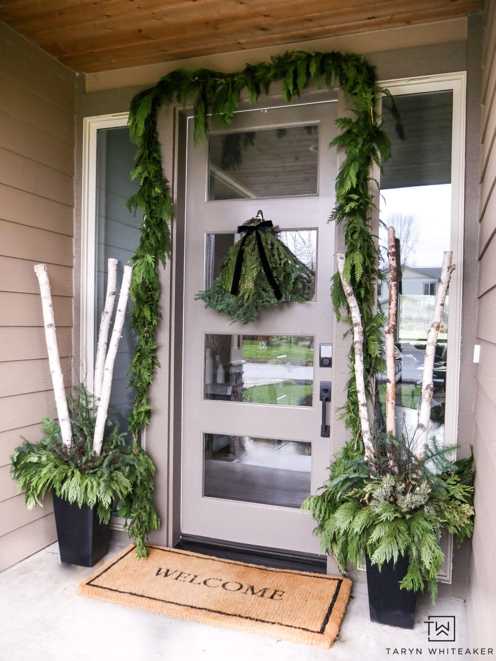 Greenery-Christmas-Porch-Taryn Whiteaker