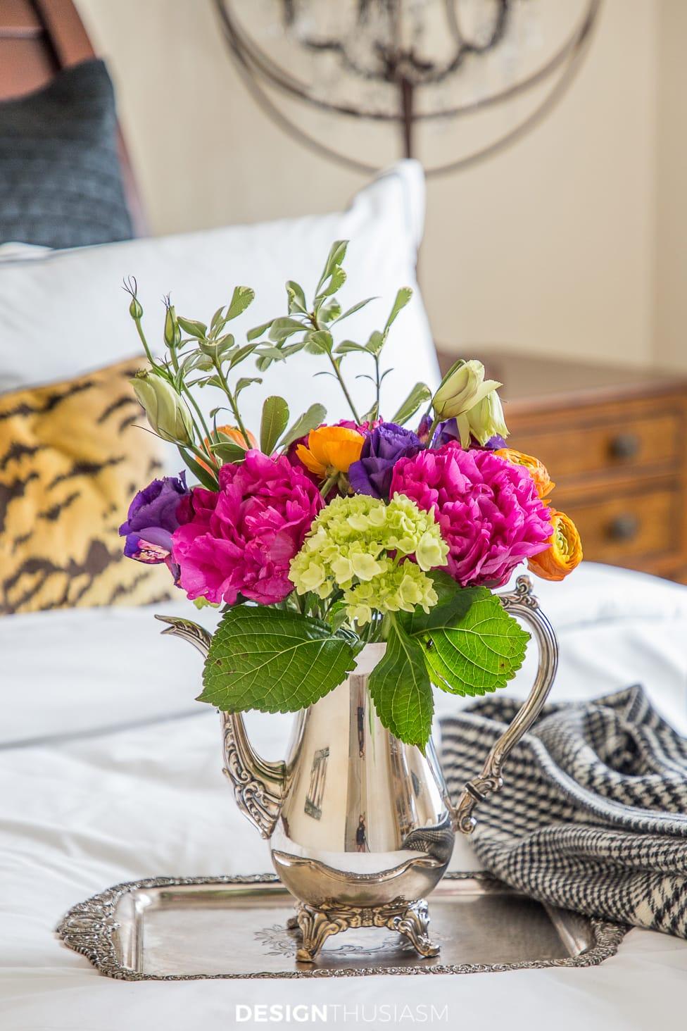 luxury guest room flowers