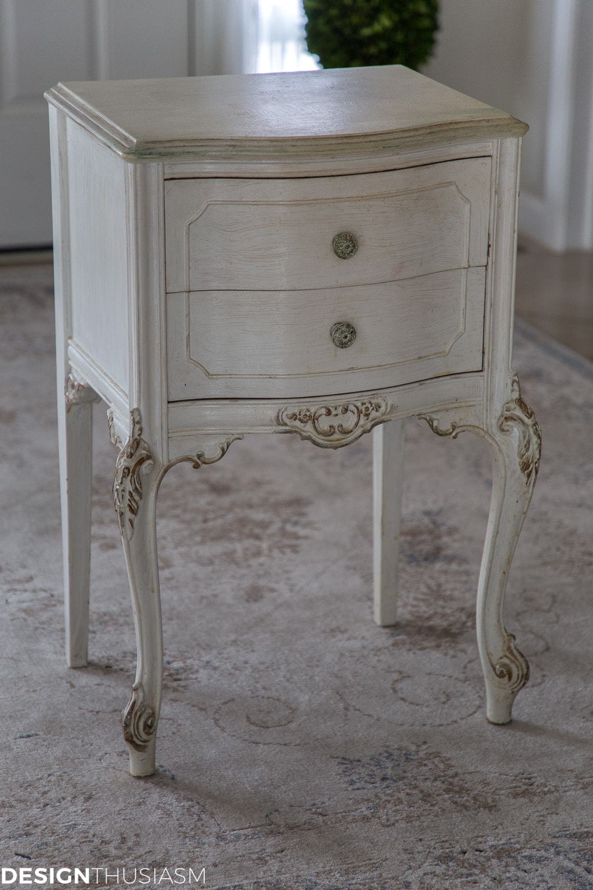 DIY Chalk Painted Table Makeover - Easy Step by Step Tutorial