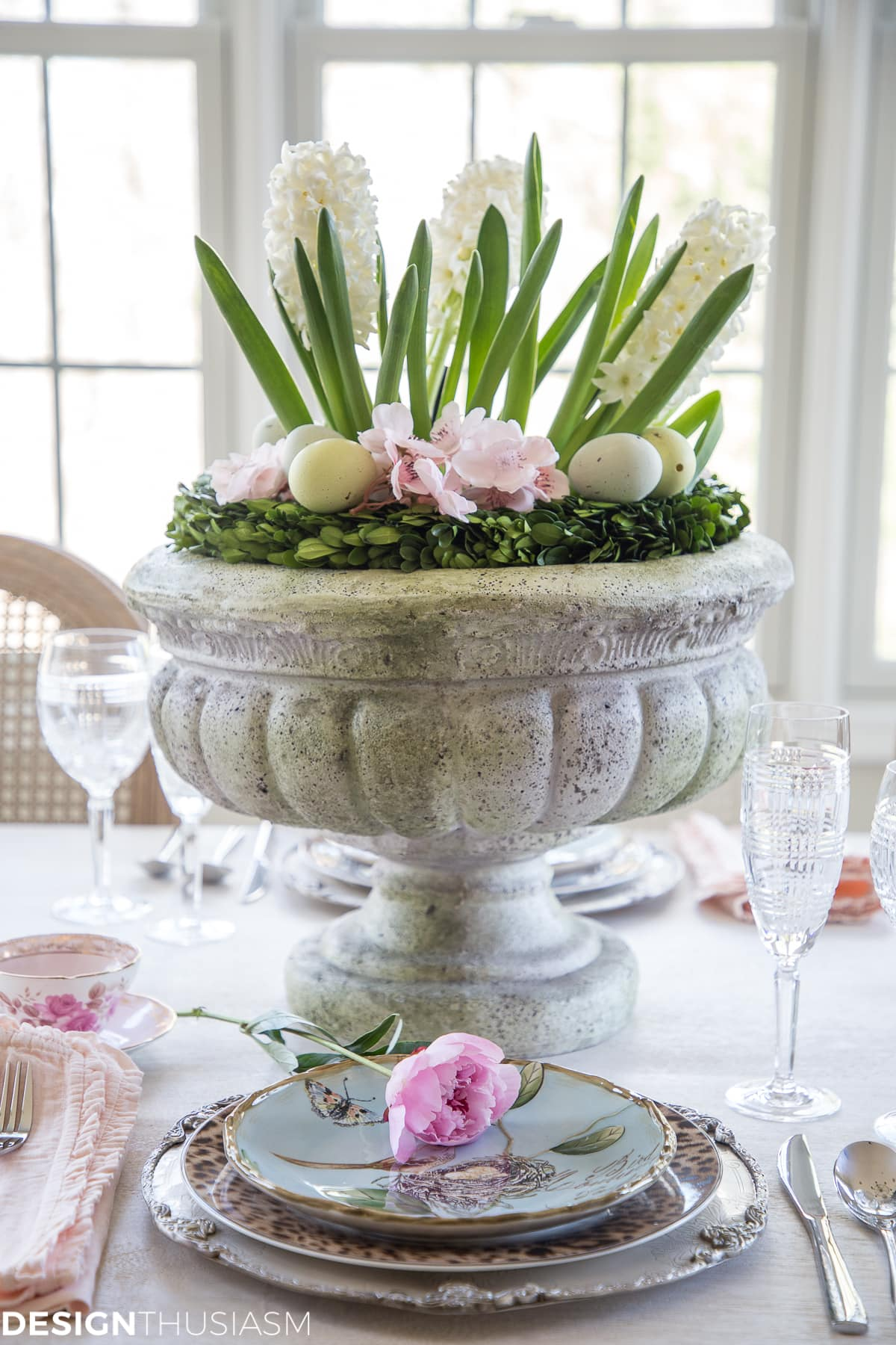easy Easter centerpieces in a table setting