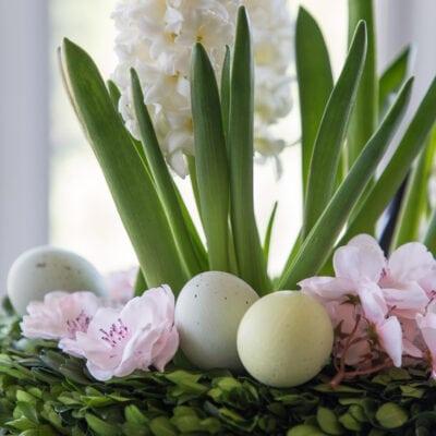 closeup of easy Easter centerpieces