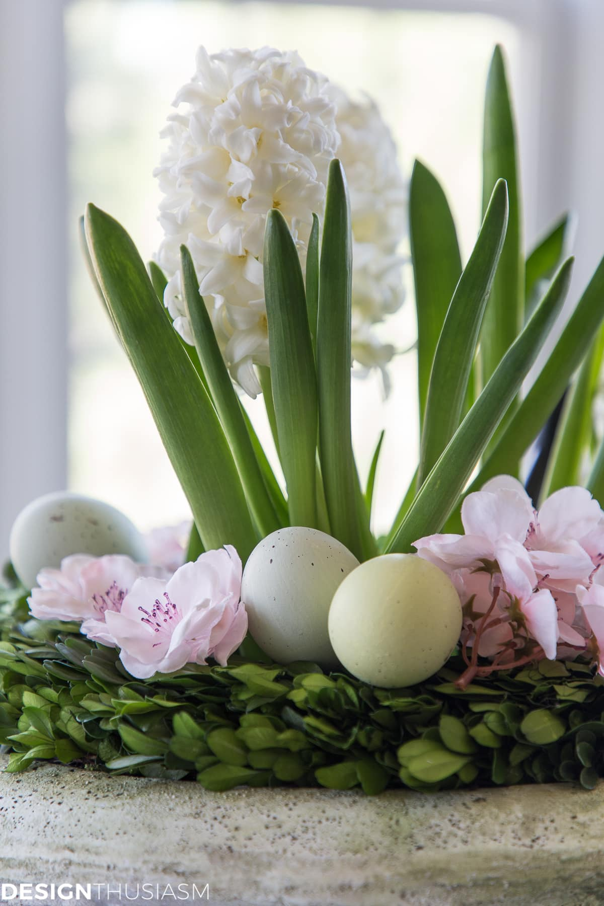closeup of easy Easter centerpieces