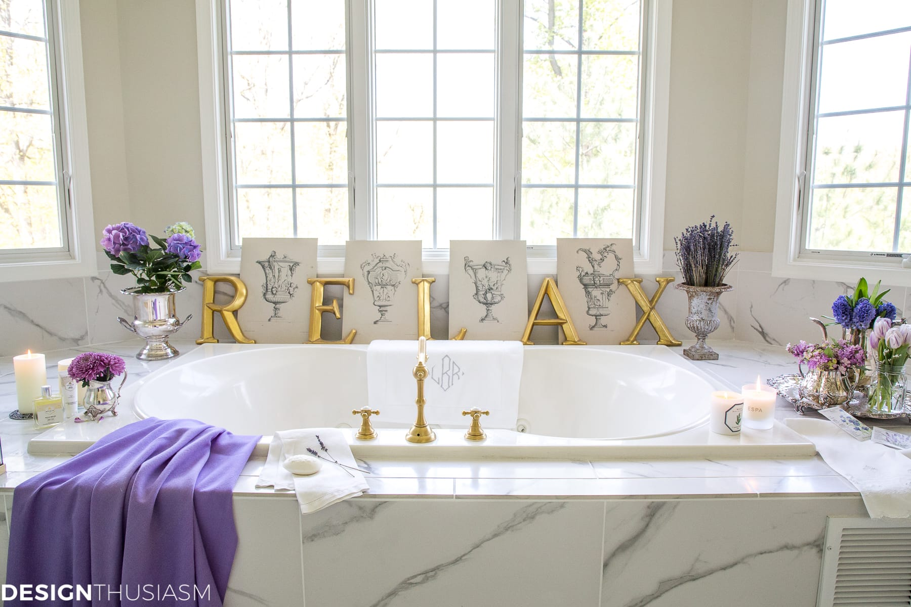 summer refresh bathroom decor on the tub surround